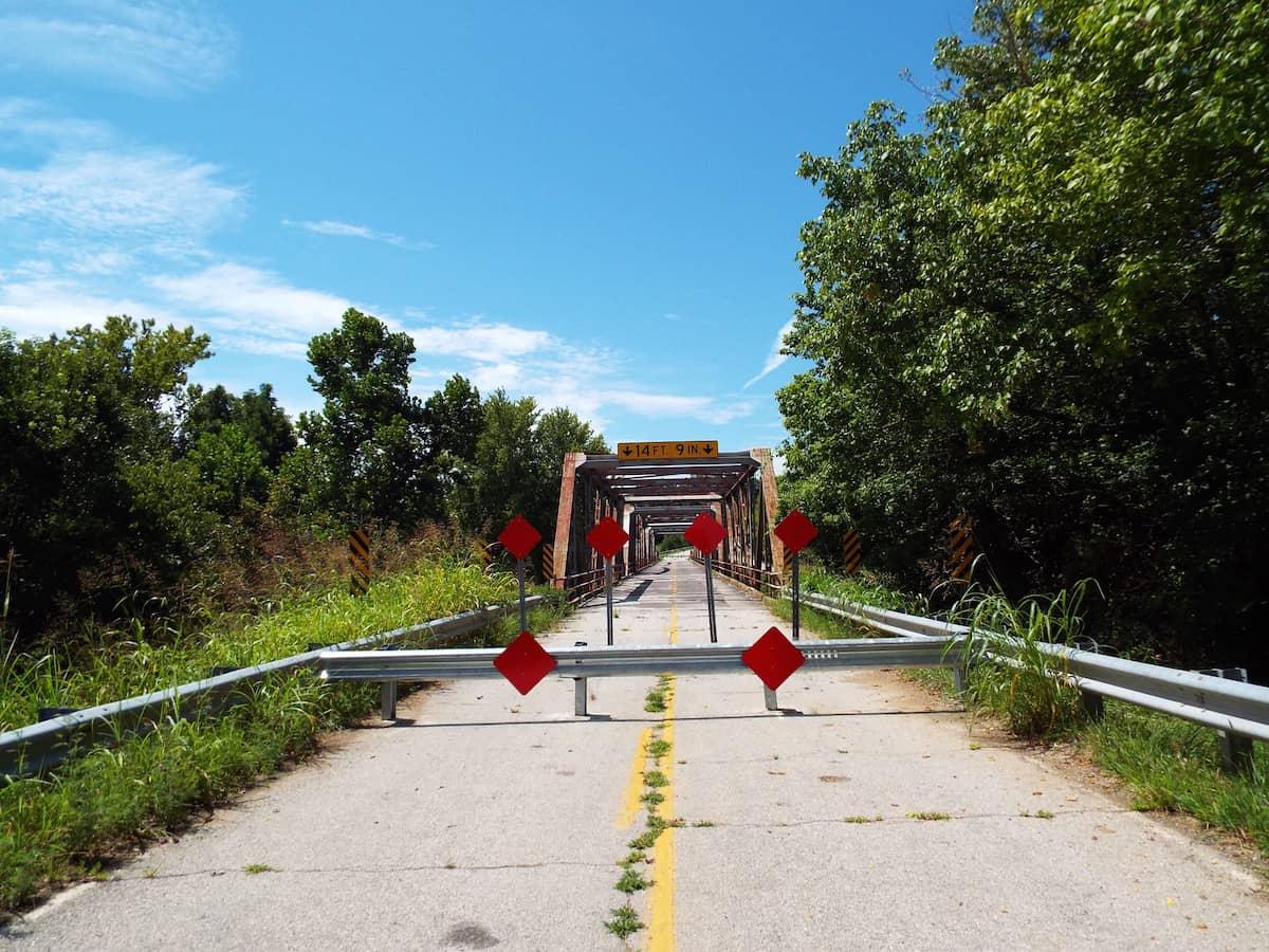 a dead end as route 66 meets the gasconade bridge in Missouri