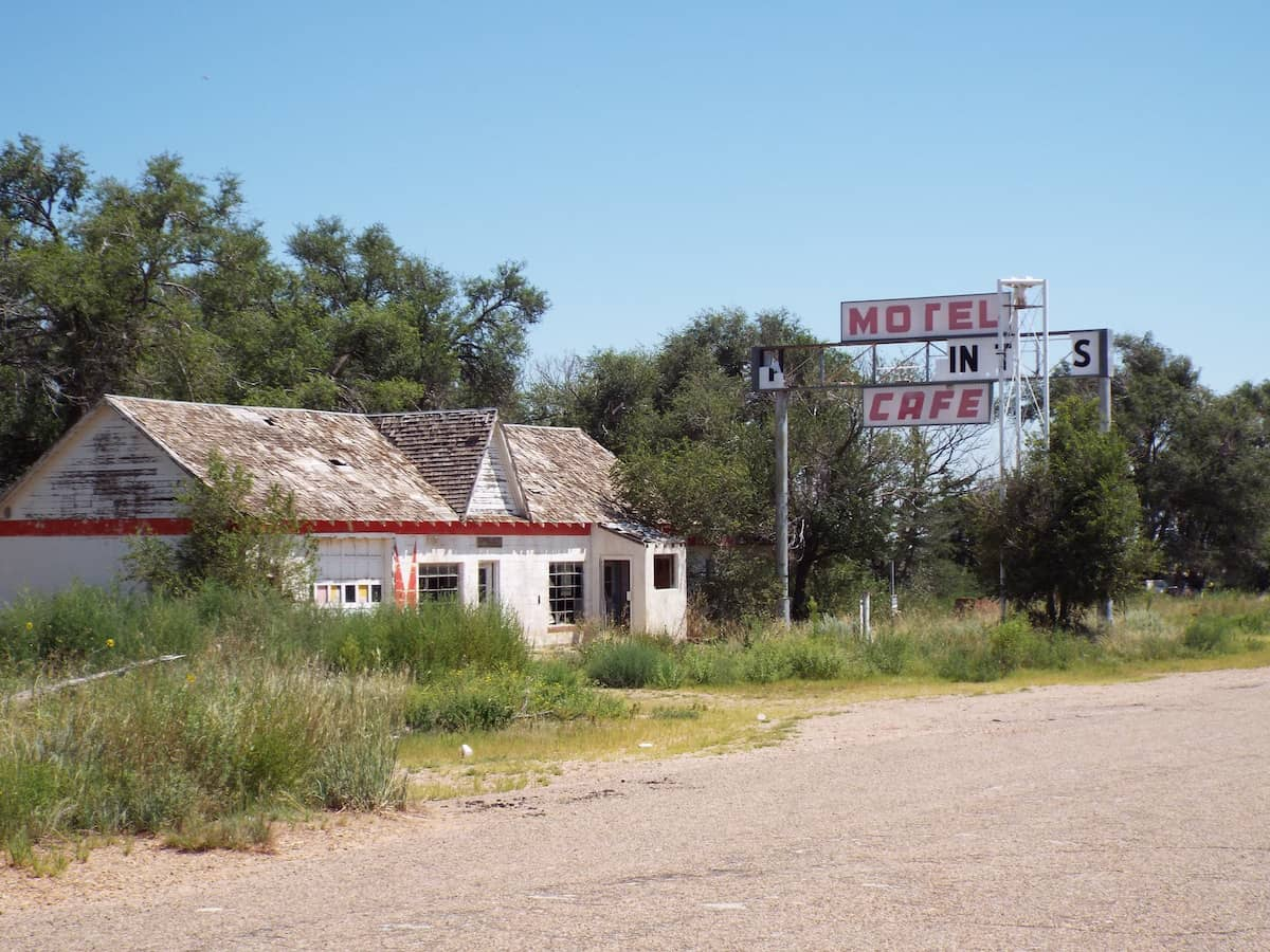 Glenrio ghost town motel in new mexico